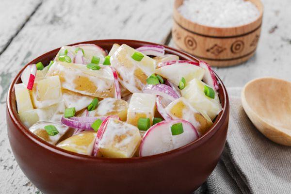Recept na zdravý letní bramborový salát