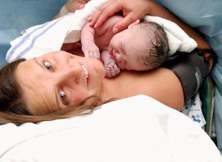 Ar gimdymas ir žindymas susiję