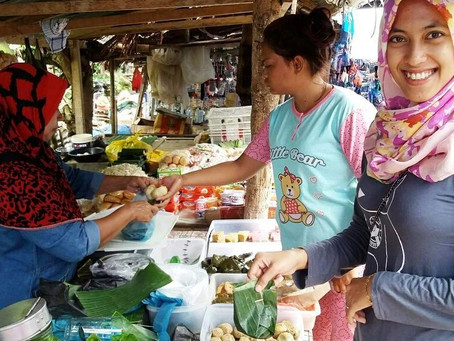 Traditional Market in Gotong royong villagge on Friday