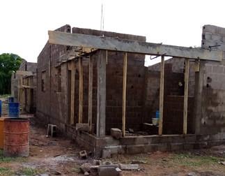 Les murs s'élèvent avec un travail acharné