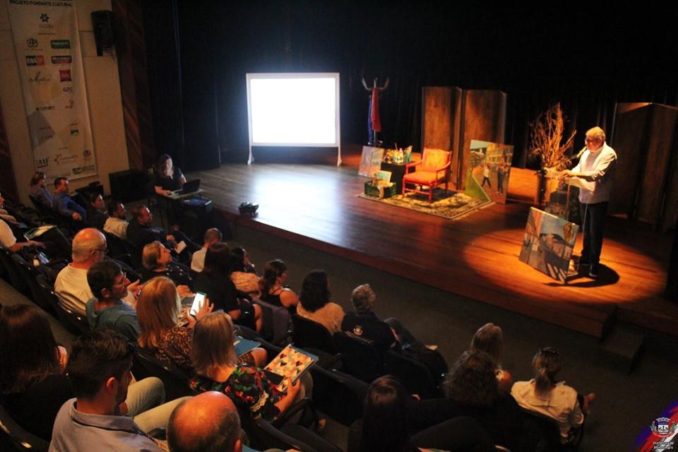 4º Encontro Regional de Turismo em Desenvolvimento foi realizado no Teatro Therezinha Petry Cardona, na Fundarte.