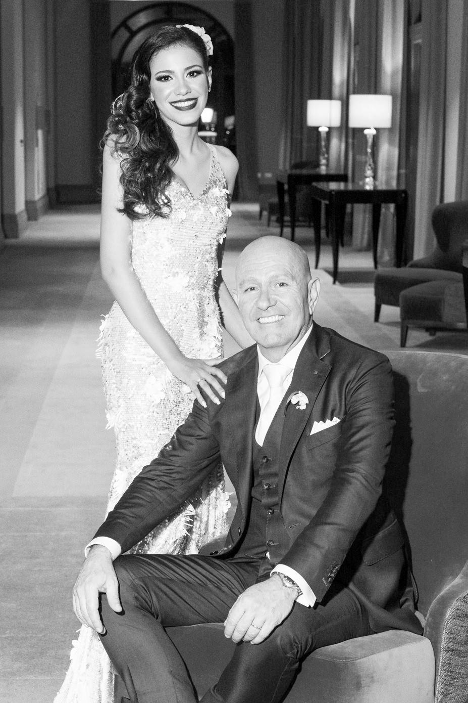 Noiva e Noivo pousando para fotos no Palácio Tangará