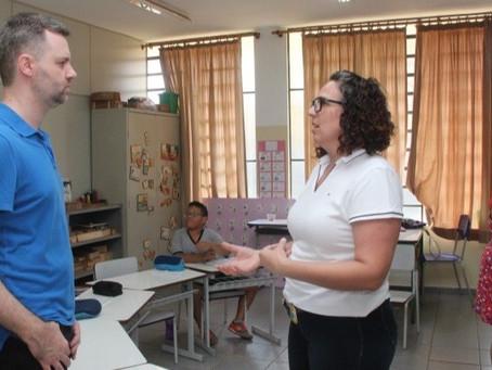 Projeto 'Escola Bilíngue' é referência para alunos surdos da rede municipal de Araraquara