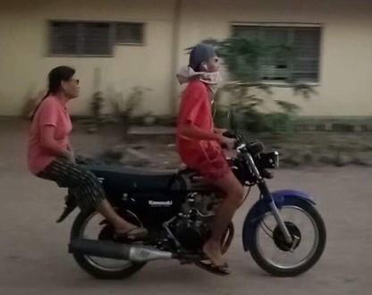 Este intento de ajustar una motocicleta para cumplir la distancia social revela el sentido del humor y creatividad de los filipinos para hacer frente al miedo, la cuarentena y las muertes