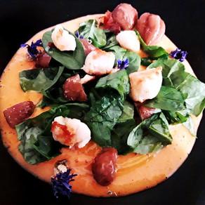Capesante con castagne e spinaci baby su crema di Cachi