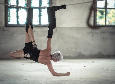 Intervista di MoCu - Intervista ad Elena Annovi, danzatrice sospesa