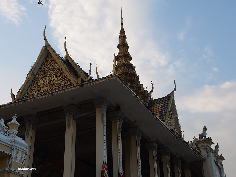 Wat Ounalom, next to the riverside in Phnom Pehn.