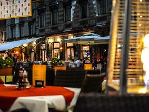After hours, au café des amis…