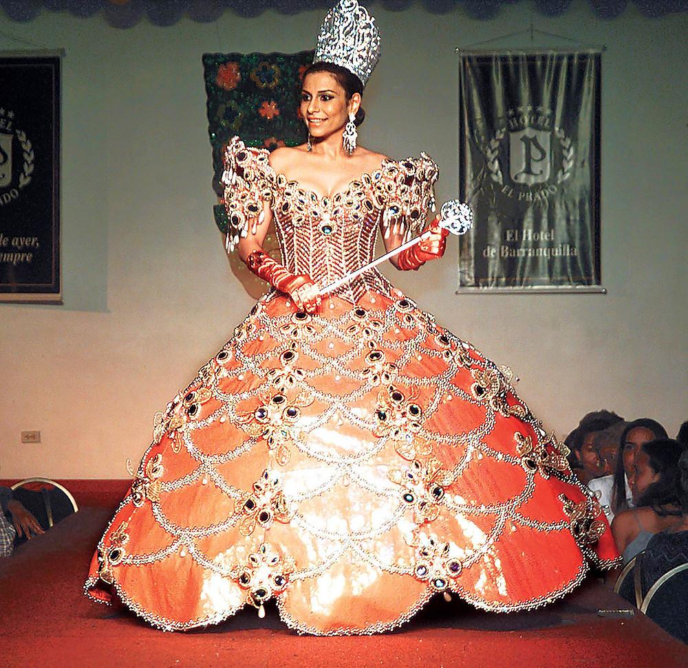 Brigitte Abuchaibe, lució este pesado pero hermoso traje en su Carnaval