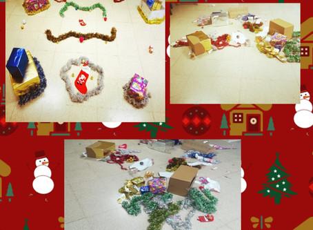 Con un añito nos encanta manipular,y ahora en Navidad más 🌲🌲🌲🌲🎅🎅🎅🎅