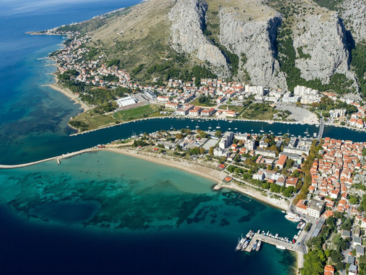 How to travel from Split to Omis?