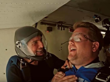 Tom Cruise y James Corden se lanzan en paracaídas