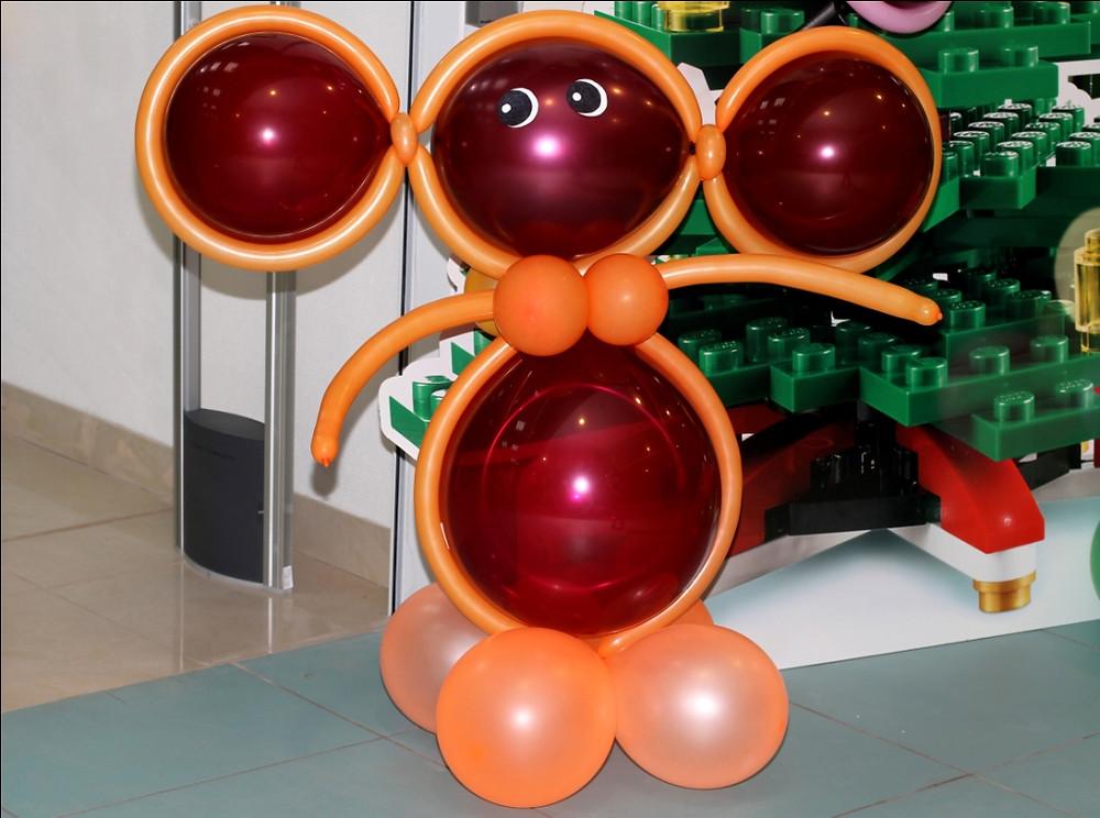 Украшение из воздушных шаров. www.graffitifm.ru