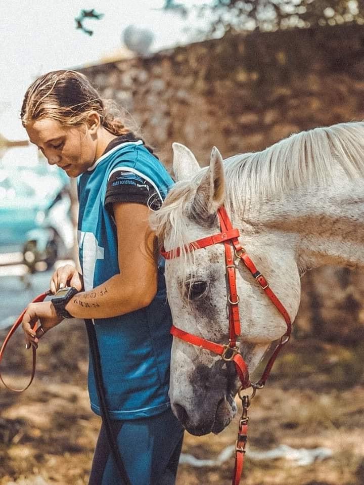 Η πρωταθλήτρια ιππικής αντοχής (από τη Νέα Μάκρη) Αναστασία Κακαβά