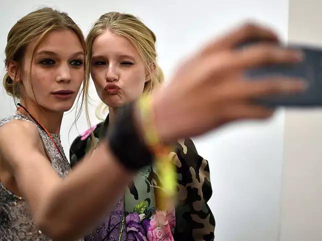 Mobile app idea #55: Autograph Selfie