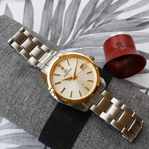 THE GRAND SEIKO SBGV238 – TWO-TONE AND SUMMER IN SYDNEY
