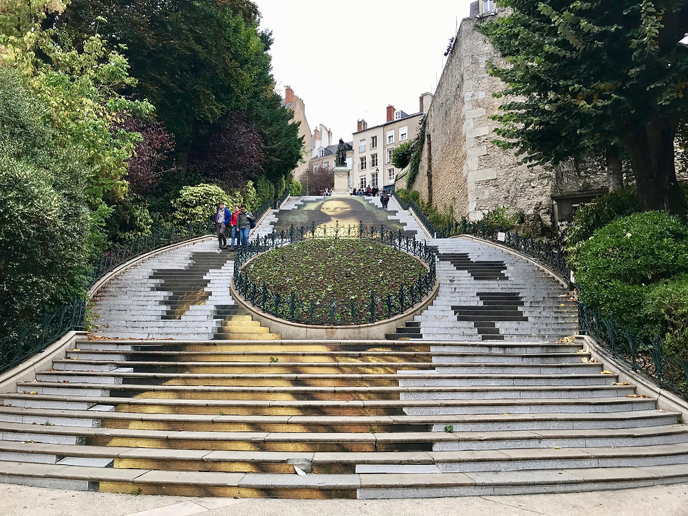 famous-stairs-blois-art