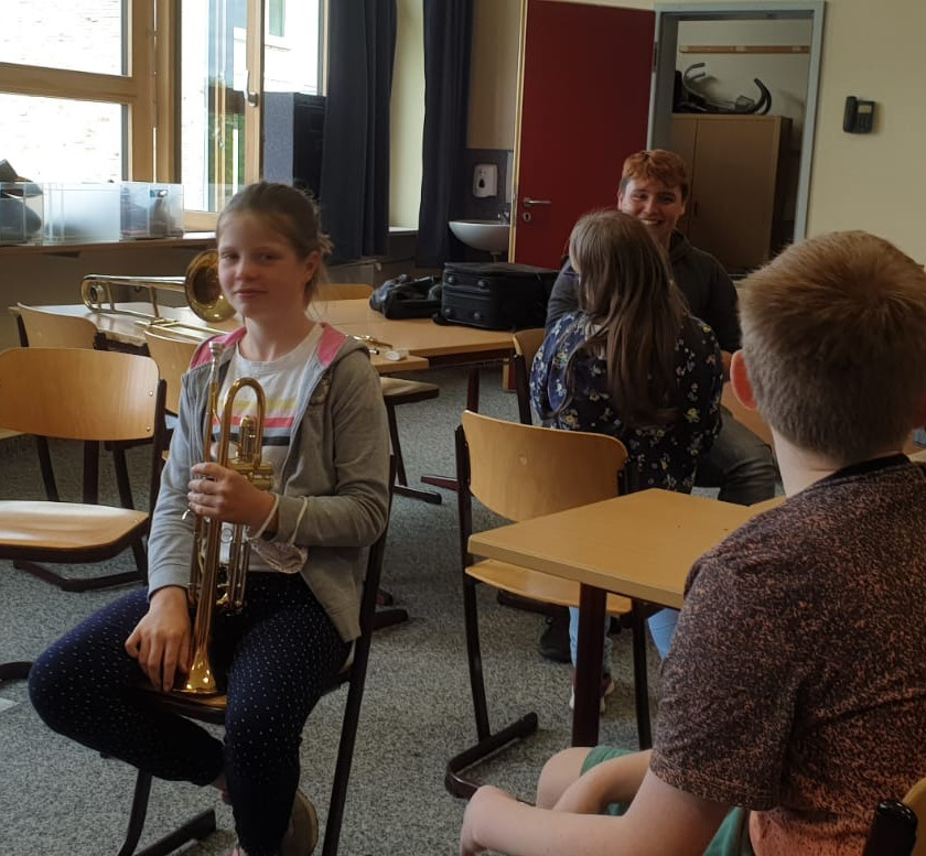 Erste Versuche mit der neuen Trompete