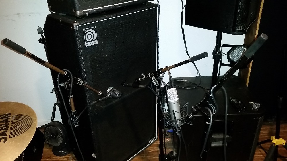 Miking a bass amp cabinet