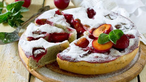 Zdravý švestkový koláč s tvarohem a mákem