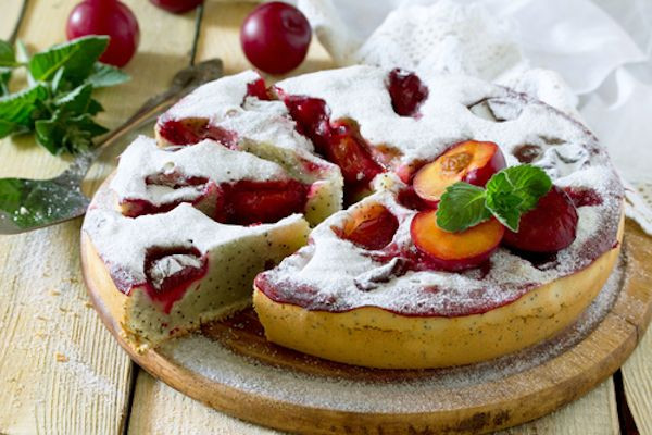 Zdravý švestkový koláč s tvarohem a mákem recept