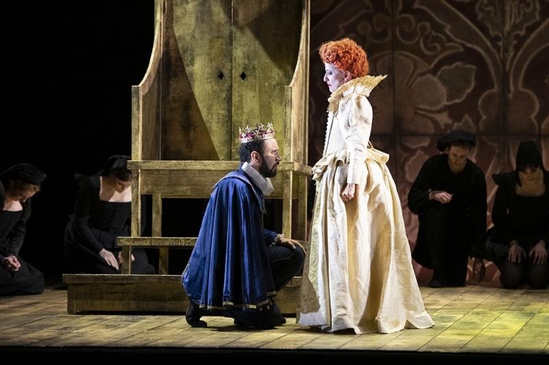 English Touring Opera's Elizabeth I: Mary Plazas as Elizabeth and Luciano Botelho as Leicester