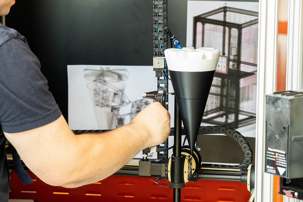 Letzte Anpassungen am sec°mat IC One, bevor in Kürze die Serienfertigung in der Seco Manufaktur startet.