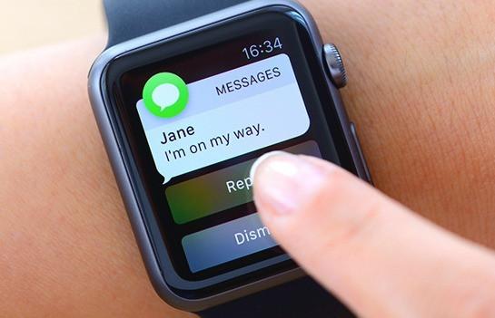 Tela de um smartwatch mostrando notificações do Whatsapp.