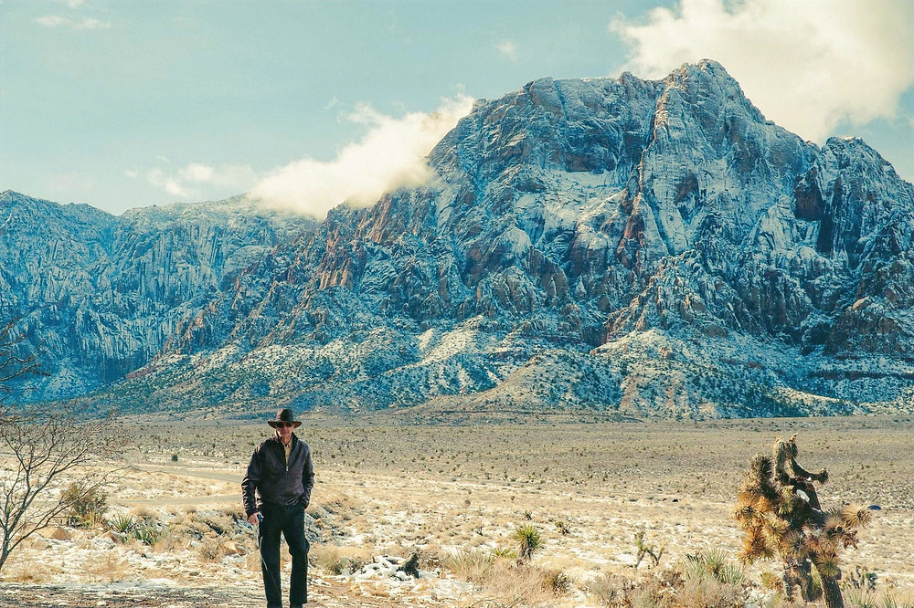 ラスベガスの山 雪景色 カウボーイ