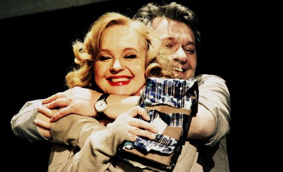 Андрей Ильин и Елена Сотникова в спектакле «Игры одиноких»