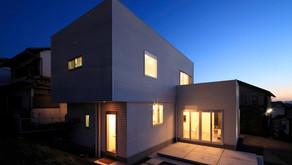コンクリートをインテリアに採り入れたオープンフロアの家