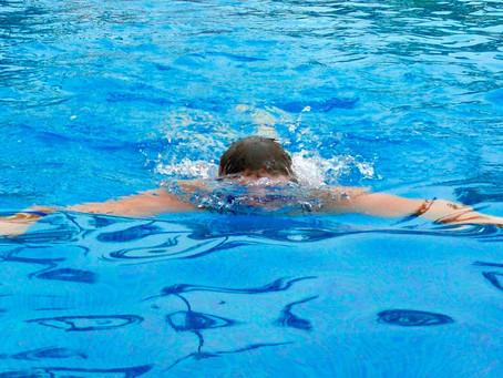 Högt tryck på gratis simundervisning för vuxna