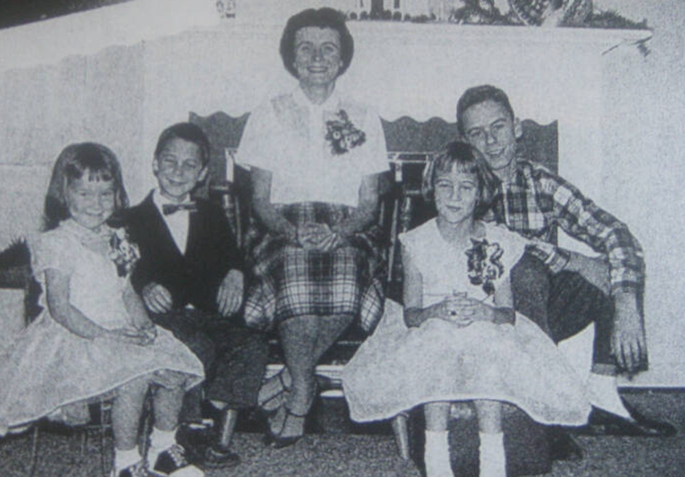 A teenage Ted Bundy (right), with his mother and siblings.