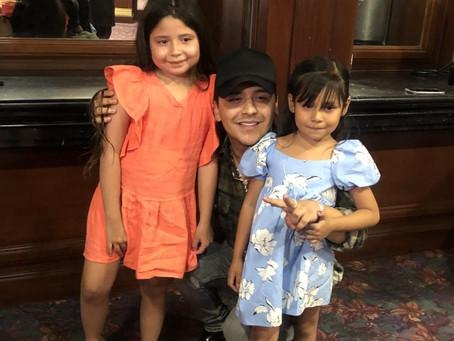 Fan de Christian Nodal fallece, hijas buscan a su ídolo para un favor ¡MUY ESPECIAL y LO CUMPLIÓ!
