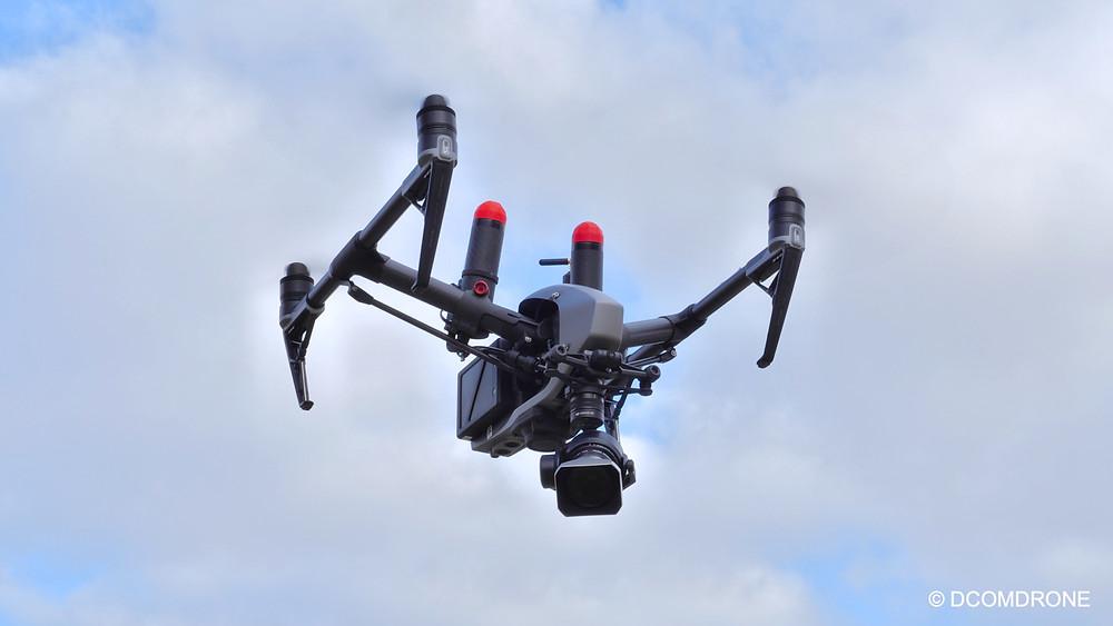 Drone DJI Inspire 2 Pro DCOMDRONE équipé de la caméra DJI Zenmuse X5S - Homologué S3 avec parachute DRONAVIA - Drone DCOMDRONE en vol