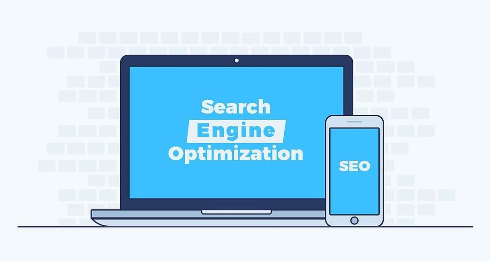 portatile con scritta search engine optimization e smartphone con scritta SEO
