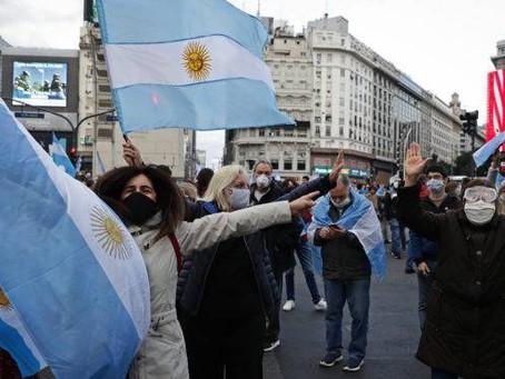 Na Argentina milhares vão às ruas contra intervenção do governo em empresa