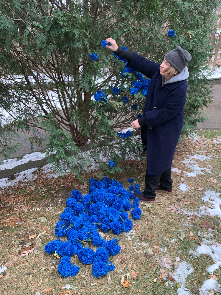 Rebecca Krinke making new experiments with artificial flowers in her yard