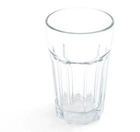 El vaso de agua embarrada