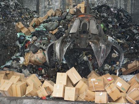 北京集中销毁一批假冒伪劣食品,500余箱查扣物品被烧