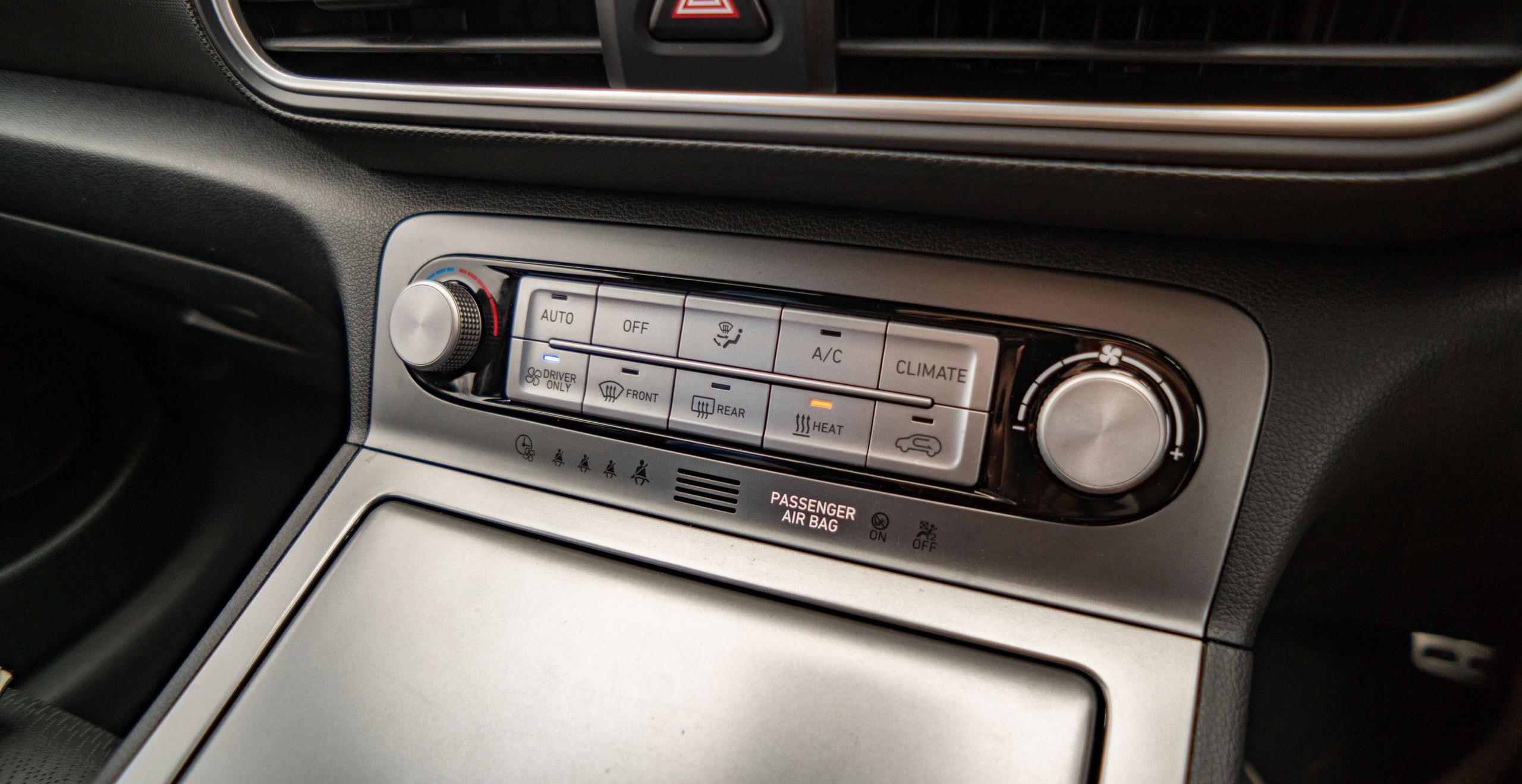 Hyundai Kona Electric 2019 interior climate controls