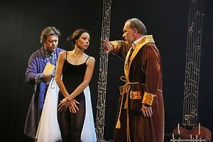 Николай Дорожкин, Алексей Гуськов и Юлия Винникова в спектакле «Онегин-блюз»