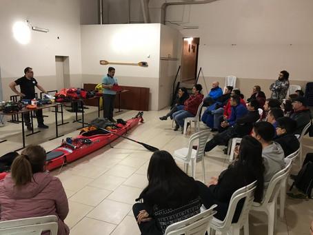 Charla técnica sobre kayaks de travesías en el Club Náutico.