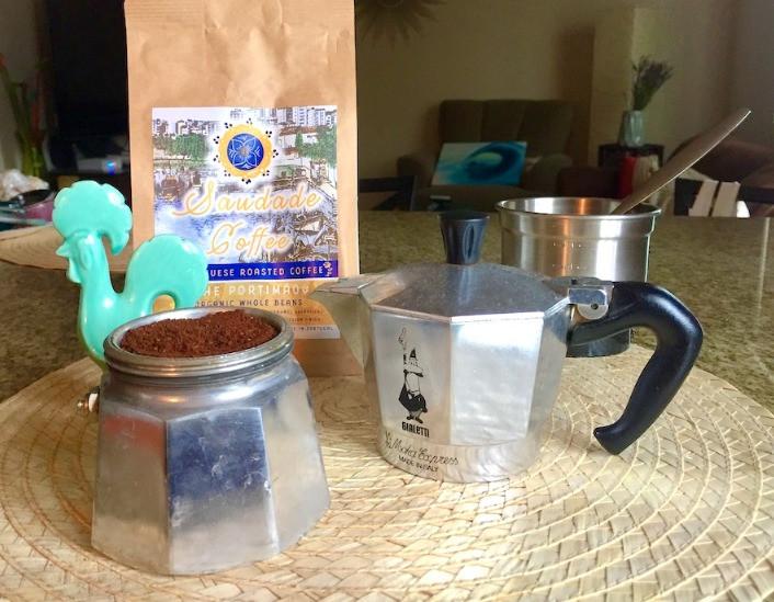 Preparing Saudade Coffee beans using a moka pot (percolator)