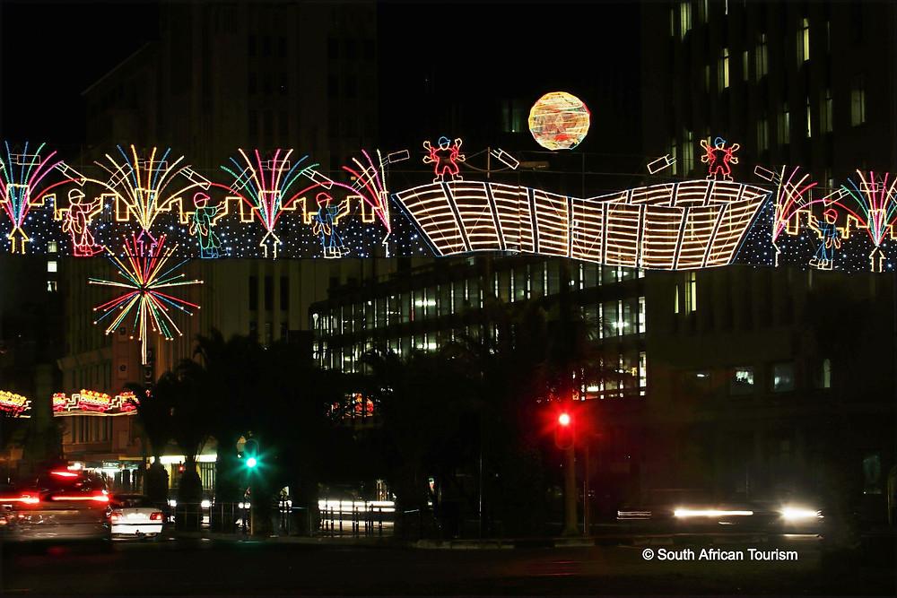 Bunte Lichter weihnachten im Zentrum Kapstadts