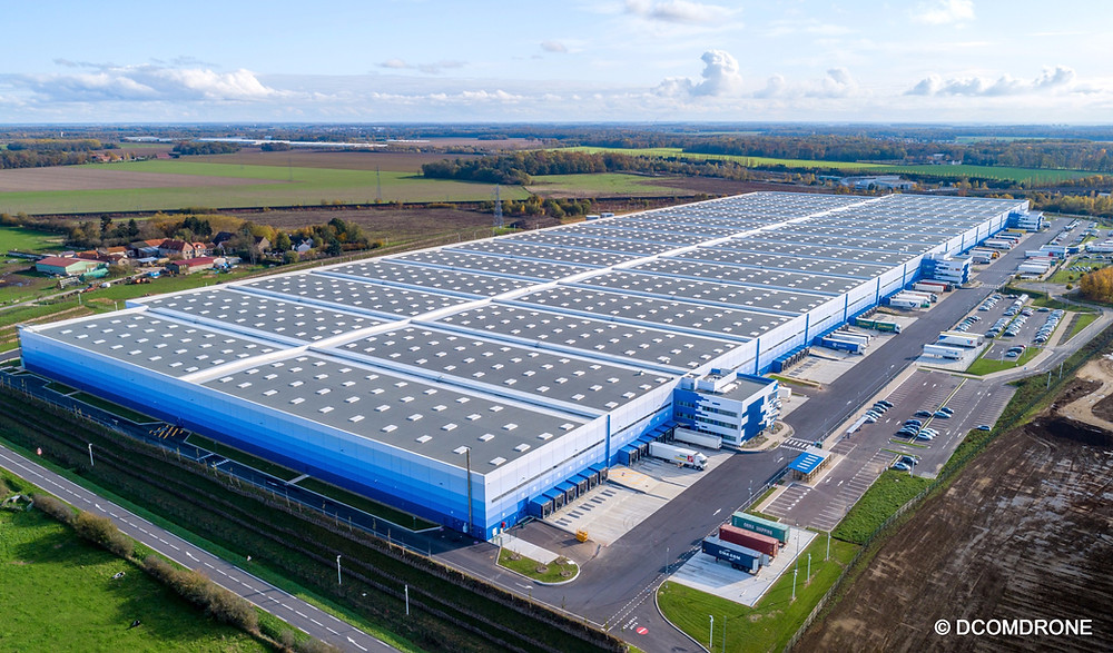 Photo aérienne par drone du plus grand entrepôt logistique d'Europe - Conforama - France - Ile de France - Seine-et-Marne - Tournan-en-Brie