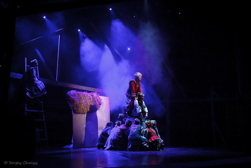 Актеры в спектакле «Ночь перед Рождеством»