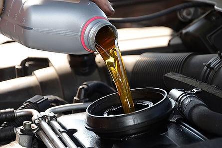 ¿Para qué sirve el aceite de motor y por qué es importante cambiarlo?