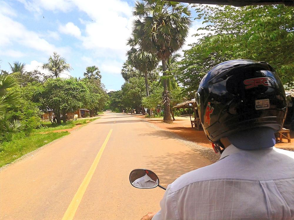 Tuktukiem przez świątynie Angkor Wat