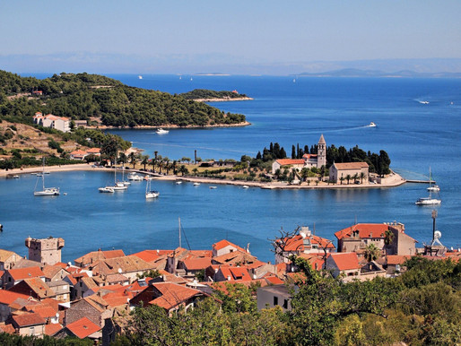 How to travel from Split to the island of Vis?